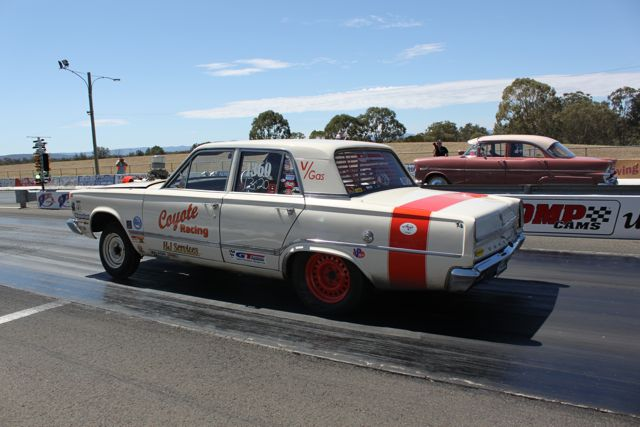 coyote-racing-slant-six-powered-valiant