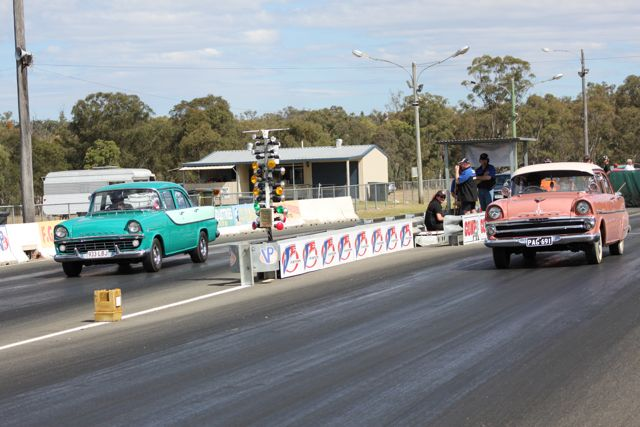 fb-ek-holden-sedans-leaving-the-line