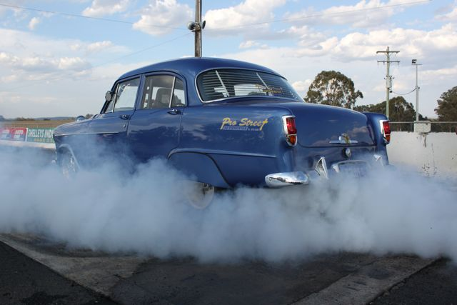 fc-holden-burnout-aussie-muscle-cars